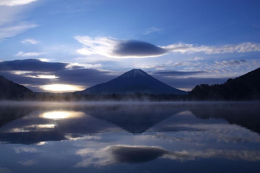 Vista do Monte Fuji do Lago Shojiko. Cortesia de Halfd / Wikimedia .