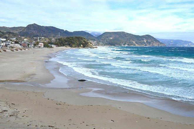 Uma das praias de Izu. Cortesia de Saigen Jiro / Wikimedia .