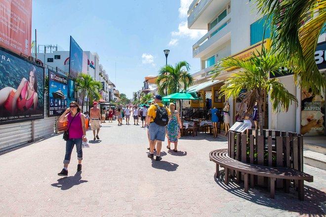 Street in Playa del Carmen/Oyster