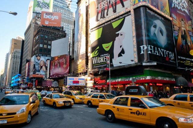 Rua no Renaissance Hotel New York Times Square / Oyster
