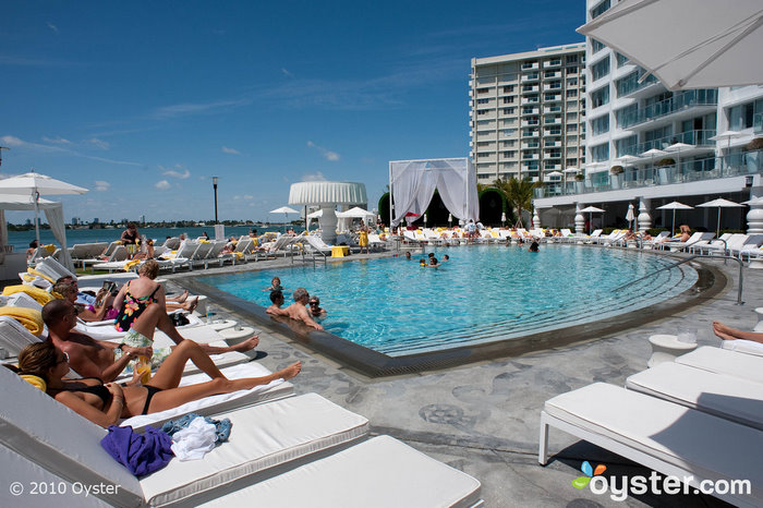 Piscina en Mondrian South Beach
