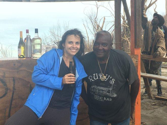 En Rudy's Bar 2, unos días después de la tormenta.