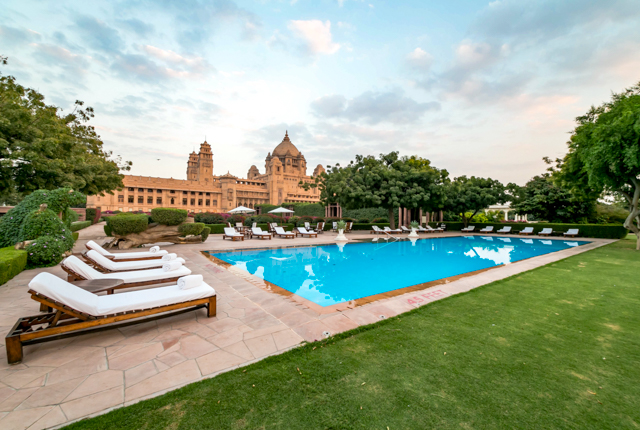A piscina no Palácio Umaid Bhawan Jodhpur / Oyster