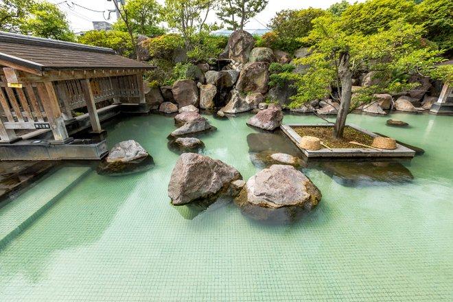 Bain en plein air à l' hôtel Shiragiku / Oyster