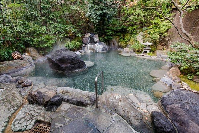Men's Hot Spring Bath at Gora Kadan/Oyster