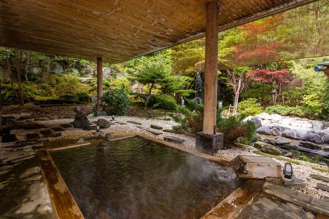 Aguas termales en el Noboribetsu Grand Hotel / Oyster