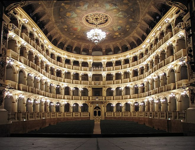Teatro Comunale di Bologna. Lorenzo Gaudenzi / Wikimedia.