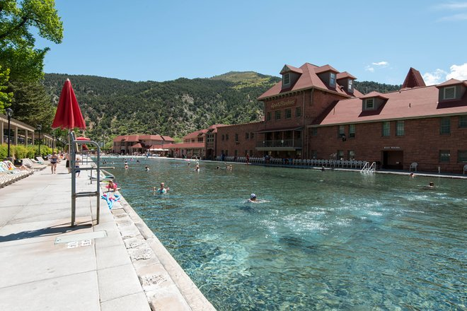 A grande piscina no Glenwood Hot Springs Lodge / Oyster
