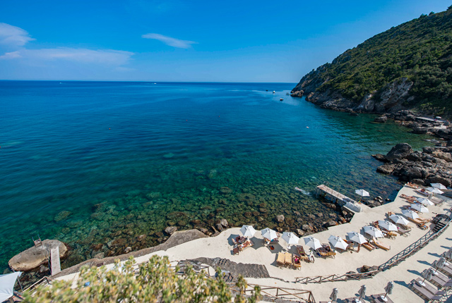Beach at the Il Pellicano/Oyster