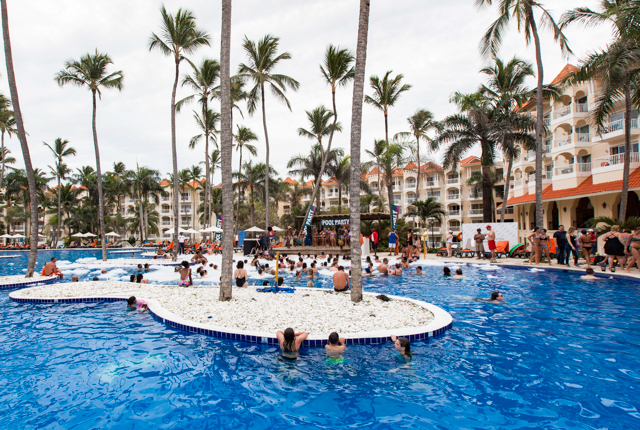 La piscina en el Occidental Caribe / Oyster