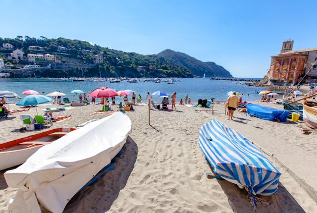 Acceso a la playa en el Hotel Due Mari / Oyster