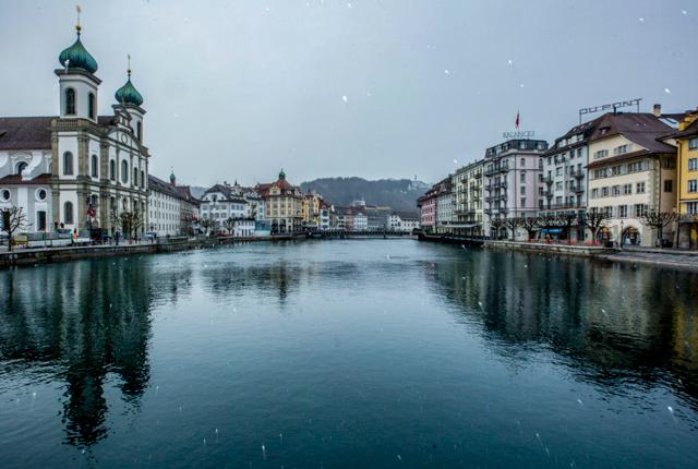 Lago Lucerna no Hotel des Balances / Oyster