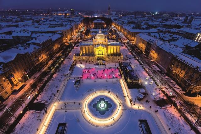 El parque de hielo en el Rey Tomislav Square de Zagreb. D. Rostuhar / Oficina Nacional de Turismo de Croacia .
