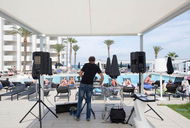 A piscina do Hotel Garbi Ibiza & Spa / Oyster