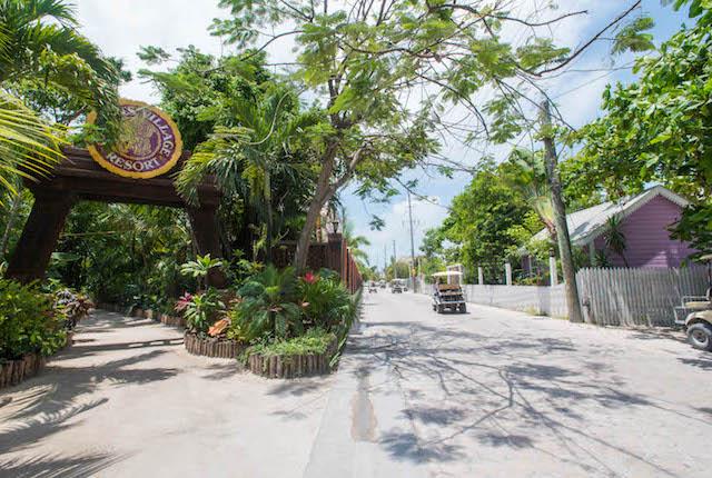 Entrada en el Ramon's Village Resort, Ambergris Caye, Belice / Oyster