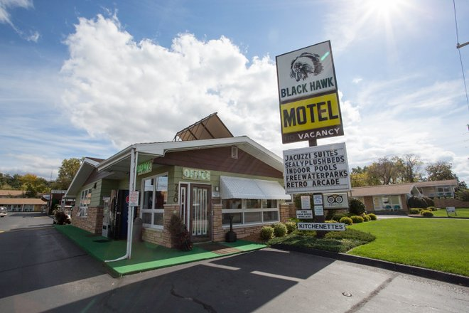 The Black Hawk Motel/Oyster