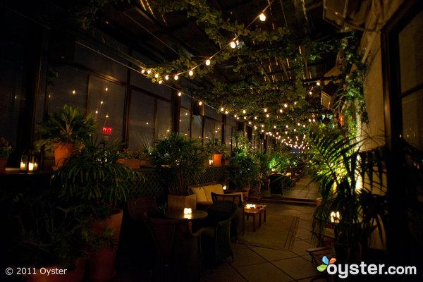 El Private Roof Club (ahora Gramercy Terrace) fue el sitio de una supuesta cita a la 1 am entre Brad Pitt y Jennifer Aniston en 2009.