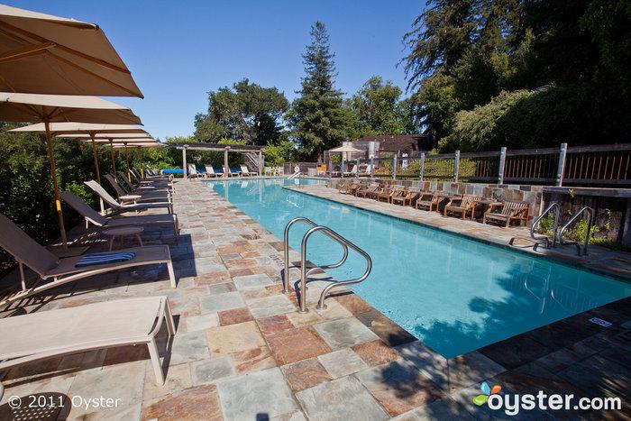 A Piscina Inferior Opcional de Roupas no Ventana Inn & Spa; Big Sur, CA