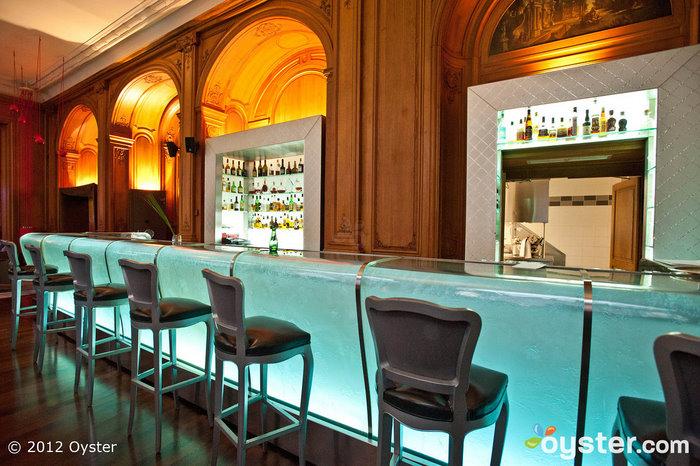 Bar du Plaza Athenee at the Hotel Plaza Athenee; Paris, France