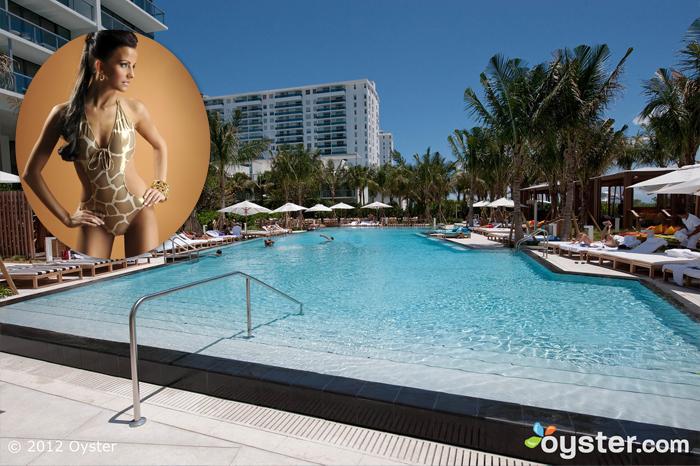 Credit: iStock Foto (Frau); Der Pool am W South Beach