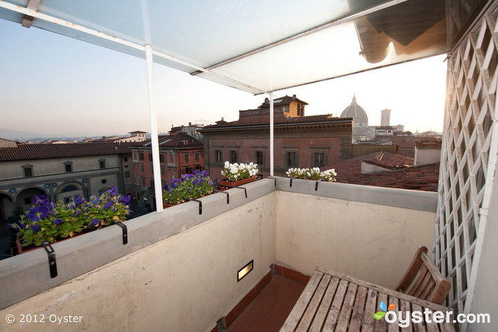 Waking Up Isn't Really So Hard to Do: The Deluxe Room at the Hotel Loggiato Dei Serviti, Florence