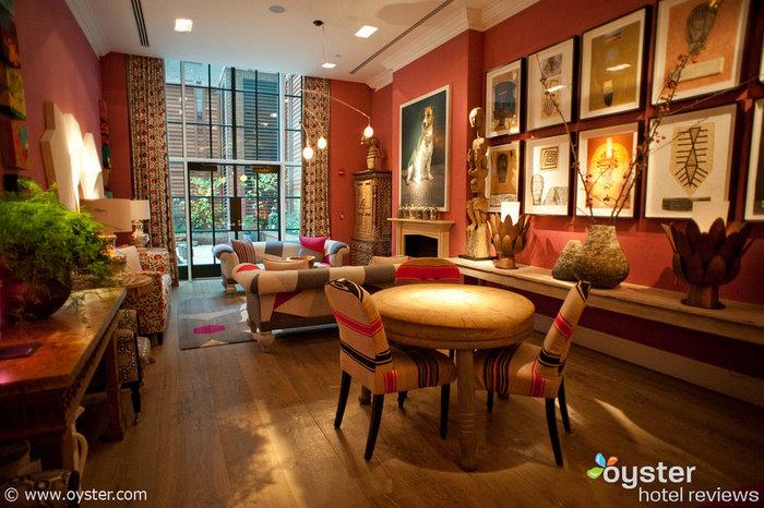 El diseño caprichoso en el Crosby Street Hotel encaja perfectamente con la estilista de celebridades Rachel Zoe, quien se registró esta semana.