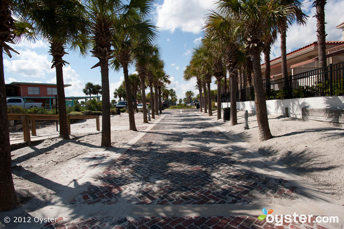 Palm tree lined streets will guide you from the shops to the links in no time.