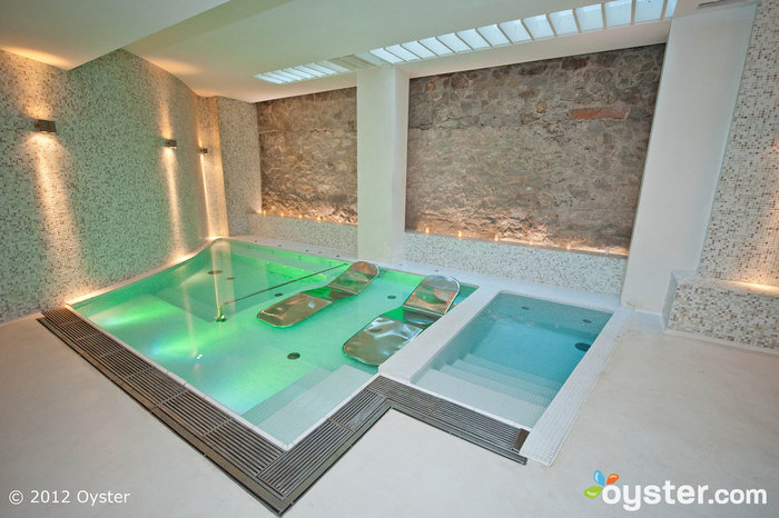ABaC Spa features a Jacuzzi with underwater loungers, a hammam, and two treatment cabins.