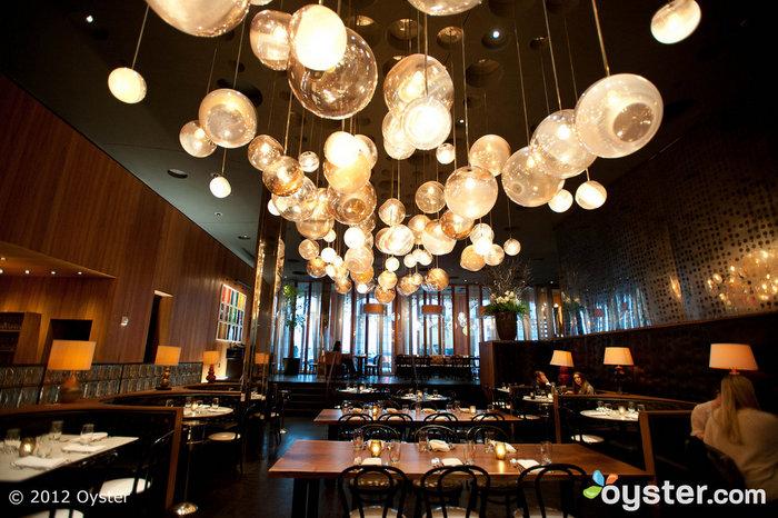 LiLo es solo una de las muchas celebridades a las que les gusta divertirse en el Dream. Su discoteca es lo más destacado, pero estrellas como Mark Ruffalo también han sido vistas cenando en el restaurante del hotel.