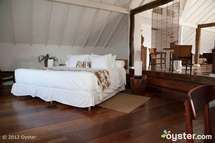 Os quartos só parecem simples - mas apresentam todas as comodidades de alta tecnologia que se pode precisar.