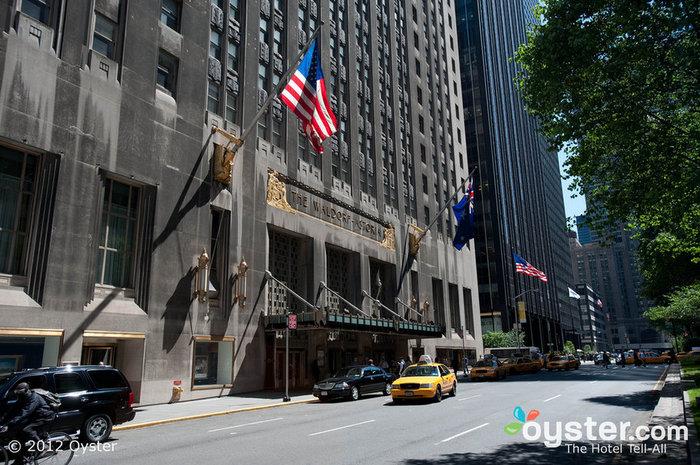 La façade du Waldorf-Astoria est un bel exemple d'architecture Art Déco.