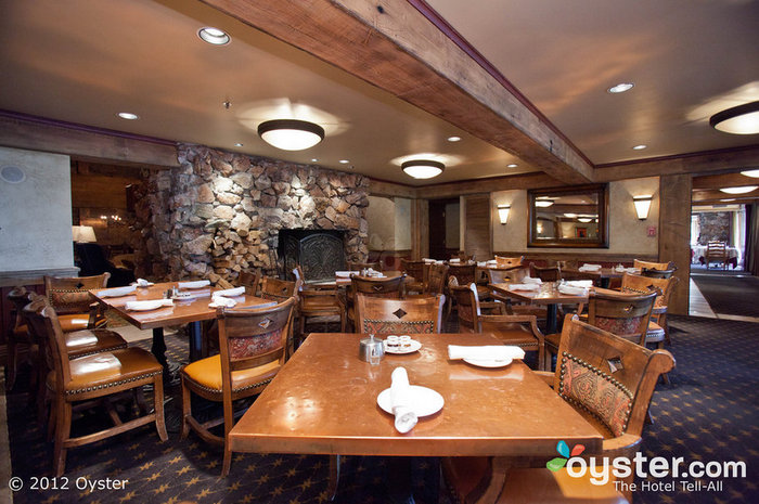 The Glitretind Restaurant has a cozy vibe with wood-beamed ceilings, stone fireplaces, and comfy leather chairs.