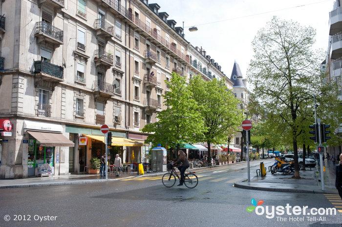 Einheimische an einem sonnigen Tag in Genf.