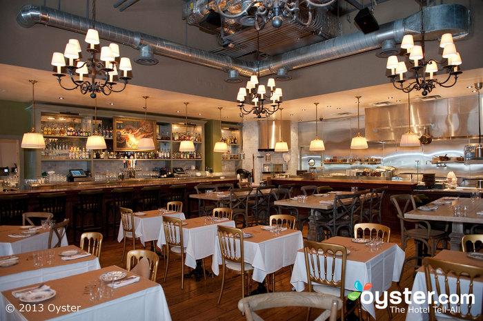 Cleo é um restaurante mediterrâneo moderno que atrai moradores e turistas.