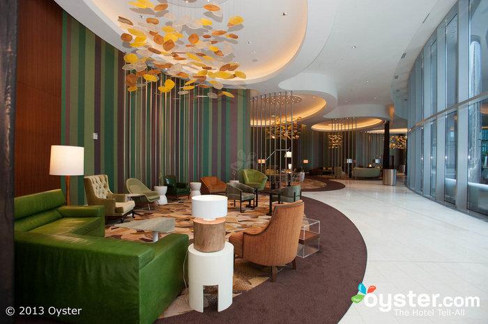Die Lobby hat zahlreiche Ecken zum Entspannen und Plaudern.