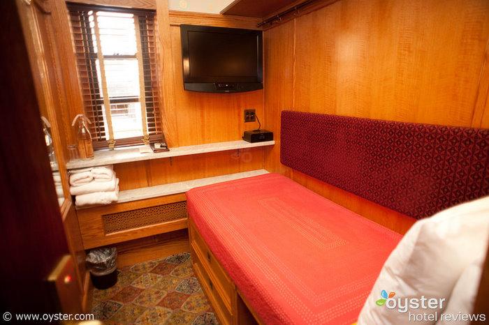 La cabina standard del Jane Hotel, 50 piedi quadrati, $ 99