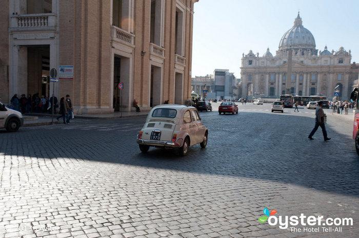 Obwohl die Italiener lieber via Fiat unterwegs sind, hat Benedict nur noch wenige Tage Zeit, um das berüchtigte Popemobil zu nutzen.