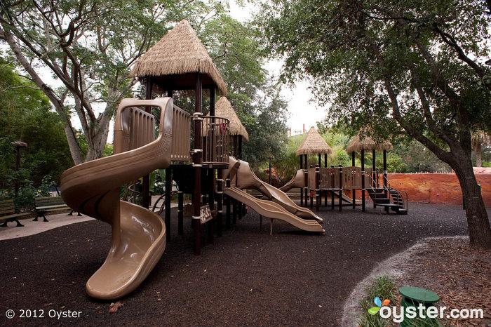 Haben Sie wilde Kinder an Ihren Händen? Zwanzig Minuten auf dem Spielplatz werden sie austragen.