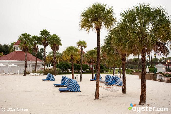 Das Hotel ist eines der wenigen Disney-Hotels, die einen Strand bieten.