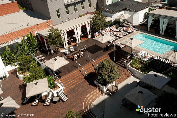 Das Pooldeck im Hotel Shangri La Santa Monica, das einen Teil der Silvesterparty des Hotels beherbergt
