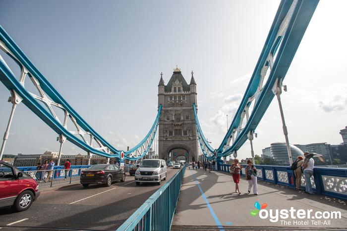 A Tower Bridge foi projetada por Sir Horace Jones em 1884.