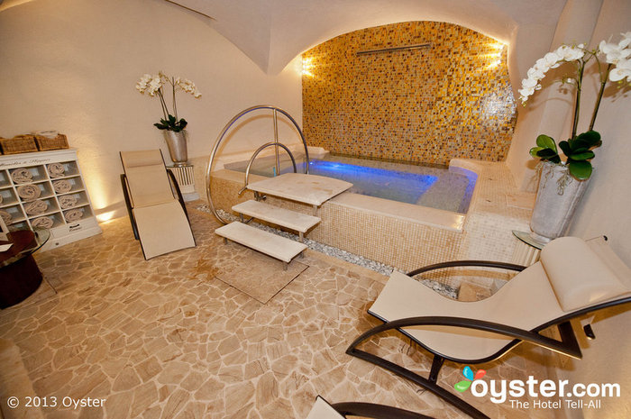 O Golden Spa é particularmente conhecido por seus redemoinhos iluminados.