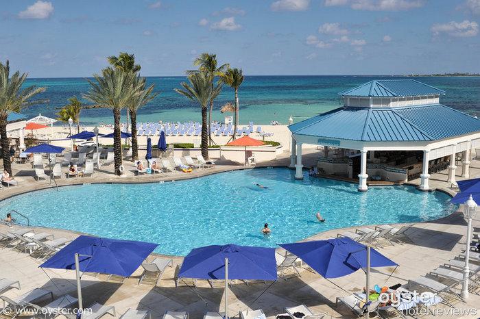 O Sheraton Nassau Beach Resort, nas Bahamas, oferece um vôo gratuito de ida e volta para os hóspedes que reservarem uma estadia de quatro noites.
