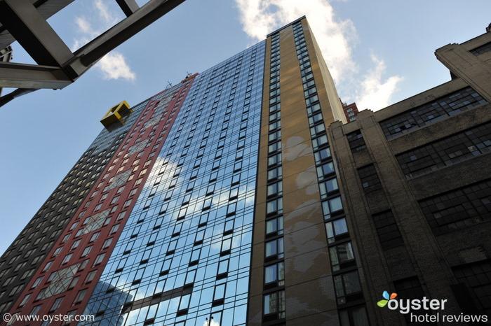 Il Distrikt (sulla destra, adiacente all'edificio in vetro) debutta lunedì.