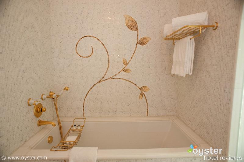 Imagine puffing em um stogie em uma banheira como esta ...