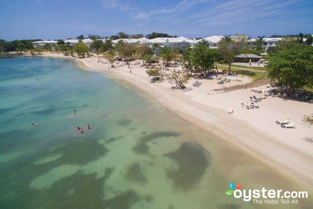 Vista aérea do ClubHotel Riu Negril / Oyster