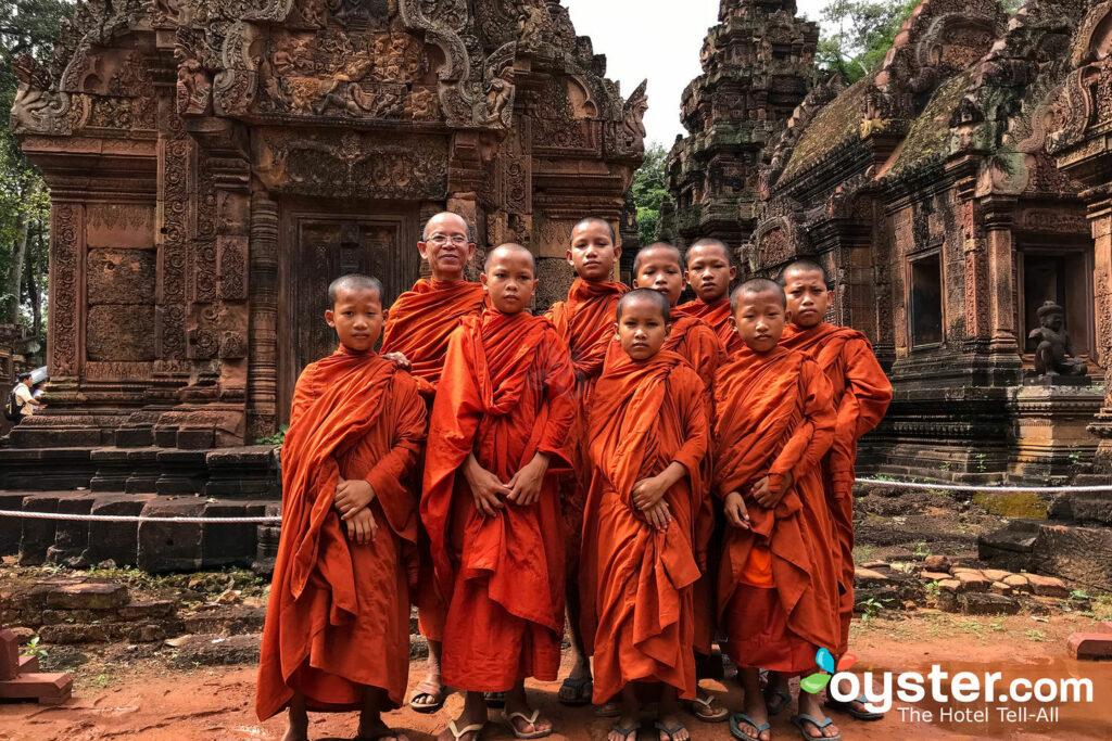 Monjes en Banteay Srey, Camboya / Oyster