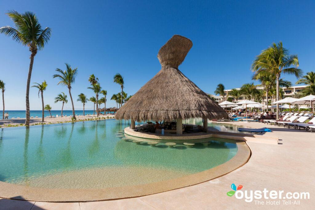 Seekühe bei Secrets Akumal Riviera Maya / Oyster