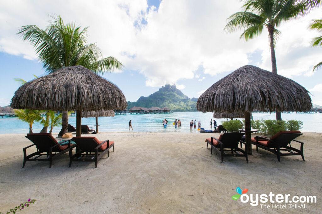 Praia no InterContinental Bora Bora Resort e Thalasso Spa / Oyster