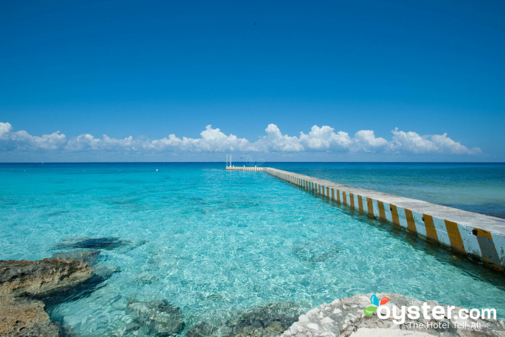 The crystal-clear sea at El Coumeleno in Cozumel
